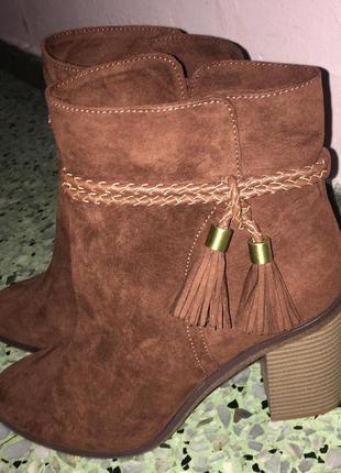Жіночі чобітки bershka