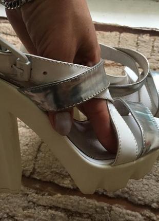 Босоножки на каблуке кожа