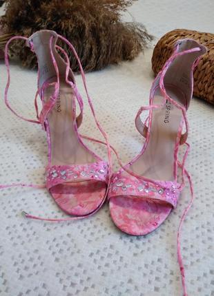 Стильне жіноче взуття