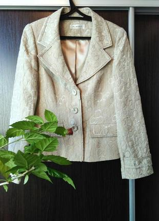 Пиджак красивый,с хорошим составом!planet