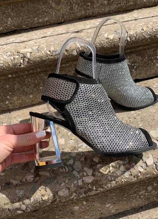 Стильные кожаные ( замшевые) босоножки  на итальянском каблуке 9,5см