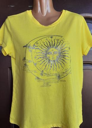 Жёлтая футболочка