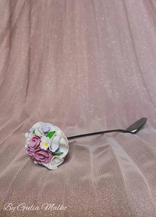 Ложка с декором из цветов