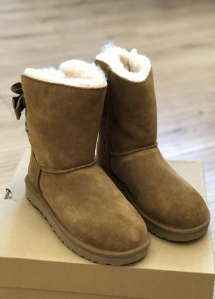 Ugg customizable bailey bow short 1098075 цвет chestnut. размер 7 us