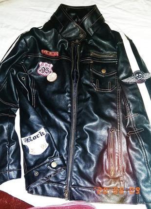 Супер крутая винтажная косуха кожаная куртка с нашивками и манжетами