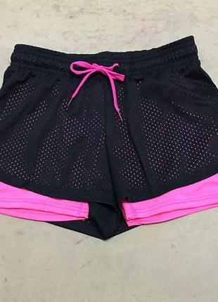 Двухслойные шорты для занятий спортом