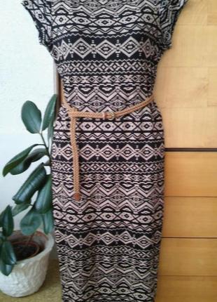 Красивейшее платье по фигуре, актуальный геометрический принт
