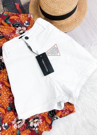 Новые шорты с высокой посадкой prettylittlething