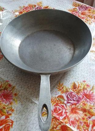 Сковорода латунная диаметром 25 см  высотой 7 см.