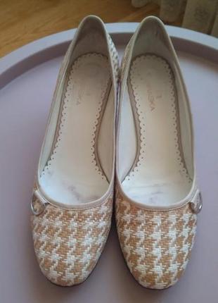 Braska. кожаные туфли на каблуке. размер 39