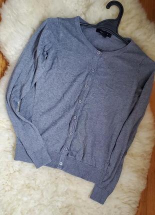 Классная кофта на пуговках серого цвета