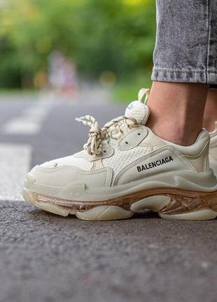 Balenciaga triple s beige     женские стильные кроссовки