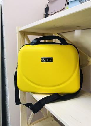 Стильный пластиковый кейс ручная кладь wings желтого цвета