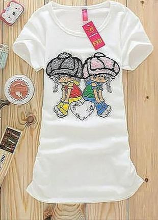 Модная женская футболка с вышивкой