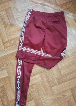 Спортивные штаны umbro с лампасами