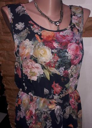Легкое платье со шлейфом в нежные розы topshop