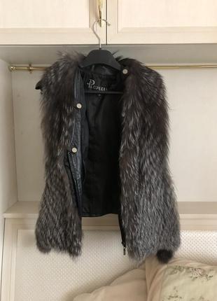 Натуральный кожаный жилет /  безрукавка из меха чернобурки