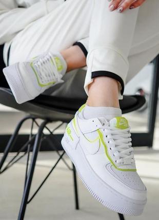 Новые кожаные салатовые кроссовки белые nike air force