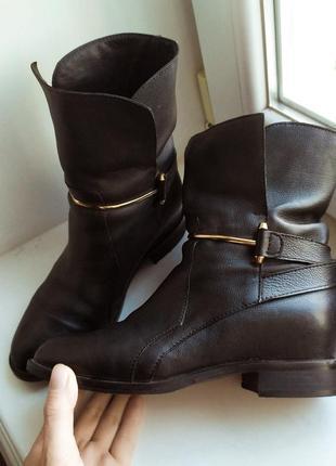 Шикарные ботинки с мехом из натуральной кожи италия