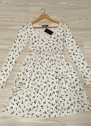 Нежное платье с вишенками цвета айвори