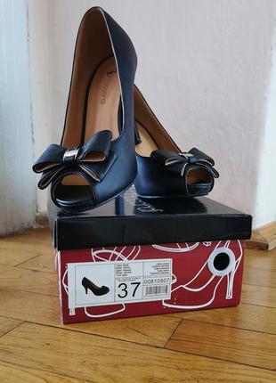 Туфли босоніжки 37р