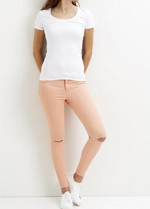 Тонкие джинсы персикового цвета vila