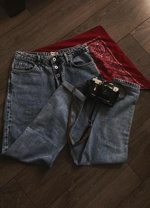 Стильные джинсы на высокой посадке