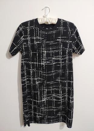 Стильна мінімалістична сукня в класний принт