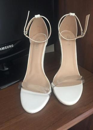 Босоножки на каблуку туфлі прозорі