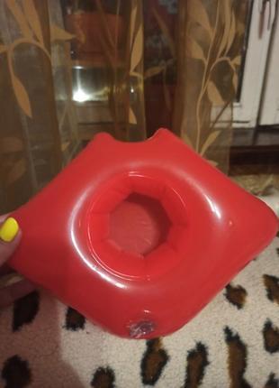 Надувной подстаканник для бассейна  губы