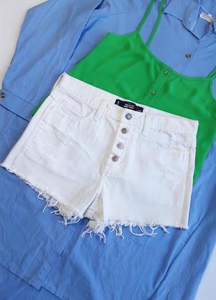 Крутые белоснежные шорты hollister с высокой посадкой