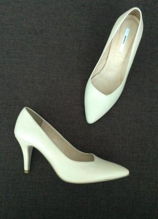 Кожаные  туфли  лодочки молочного цвета bianco, р.37