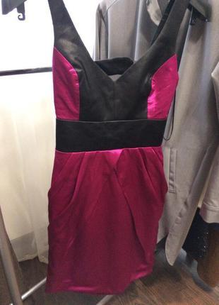Нарядне плаття з вирізом на спині