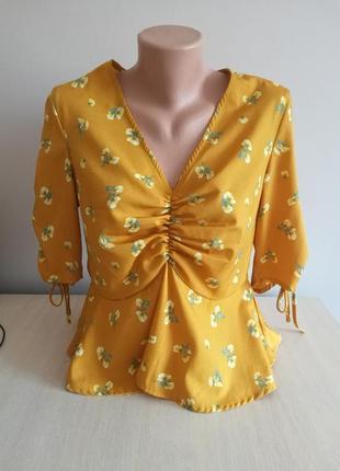 Блуза желтого цвета в цветочек