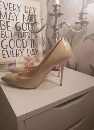 Нюдовые туфли от guess1 фото