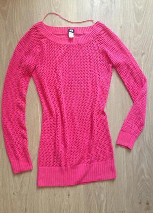 Розовый свитер в сеточку