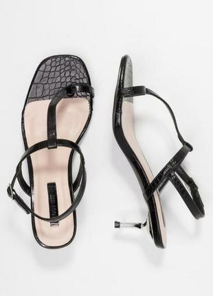 Оригинальные босоножки kitten heel