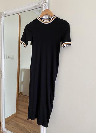 Платье миди мини в рубчик zara mango черное приталенное