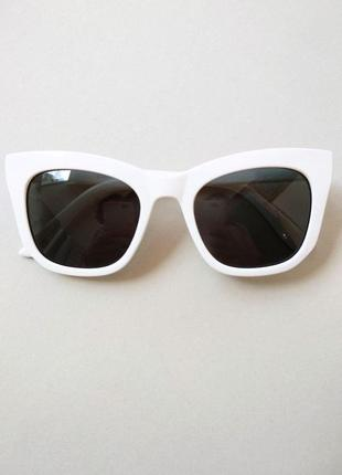 Новые очки солнцезащитные белые черные