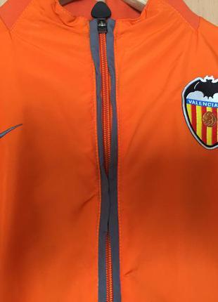 Спортивная куртка, ветровка