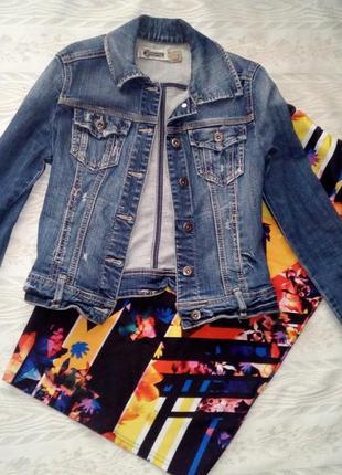 Джинсовый пиджак с потертостями+ подарок