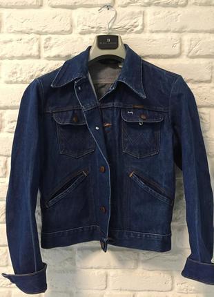 Укороченная джинсовая куртка, пиджак