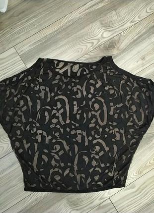 Интересная футболка,блузка с оголенными плечиками