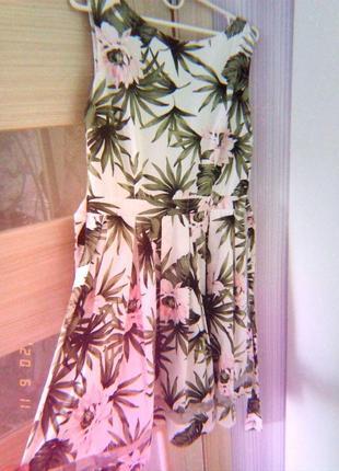 Летнее легкое платье в цветочный принт