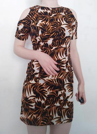 Сукня в яскравий принт