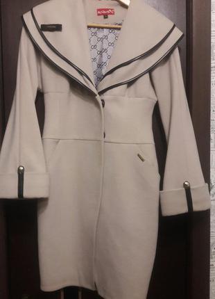 Стильное модное кашемировое пальто