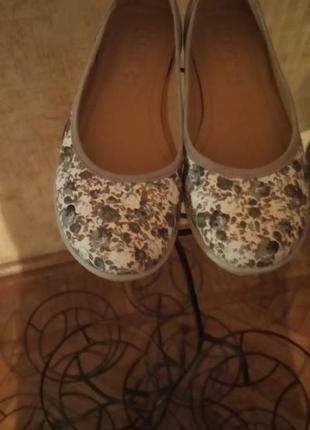 Шикарные кожаные туфли балетки с цветочным принтом hotter англия