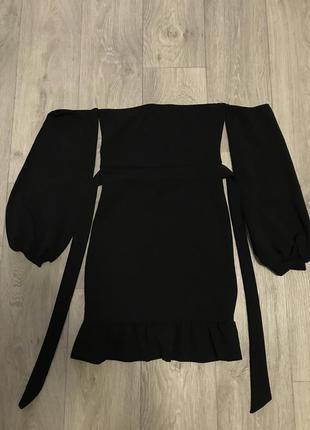 Платье с открытыми плечиками