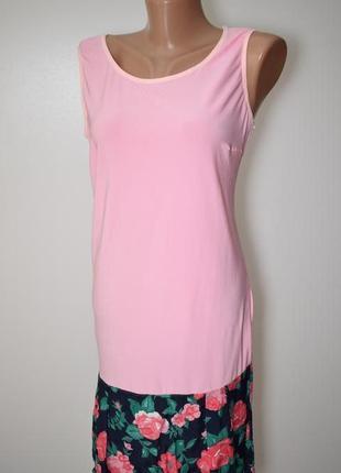 Платье нежно-розового цвета с яркой юбкой