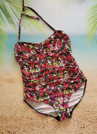 Красивый сдельный купальник бандо, утяжка, драпировка, цветочный принт